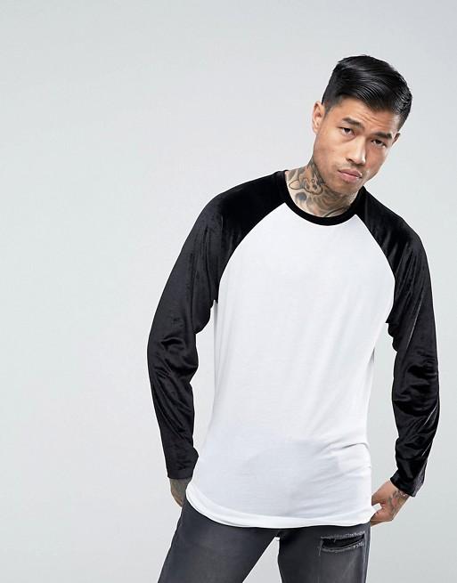 ASOS – Lang geschnittenes, langärmliges Shirt mit Velours-Ärmeln und abgerundetem Saum