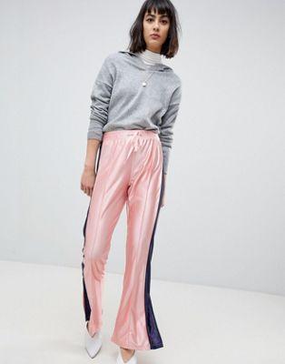 ASOS - Pantalon de survêtement évasé avec fente à l'ourlet et bande sur le côté