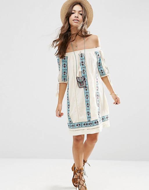 ASOS Premium – Schulterfreies, ausgestelltes Kleid mit Stickerei im Aztekendesign