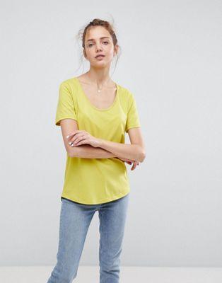 Afbeelding 1 van ASOS - T-shirt met lage ronde hals en ronde zoom