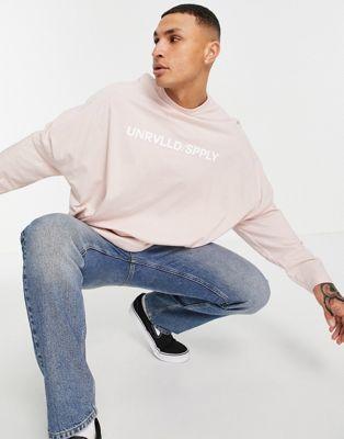 ASOS – Unrvlld Spply – Langärmliges Super-Oversize-Shirt in rauchigem Rosé mit Logoprint-Rosa