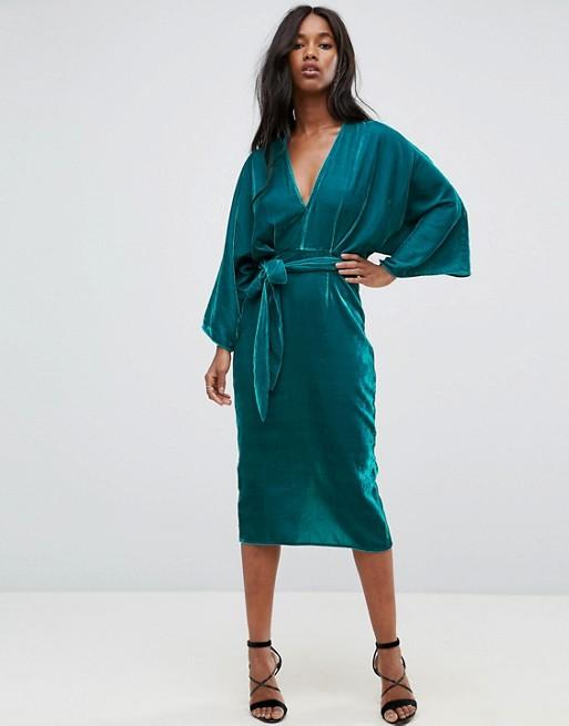 ASOS - Vestito midi scollo profondo stile kimono in velluto allacciato in vita