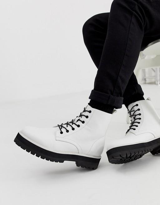 Белые ботинки из искусственной кожи на шнуровке и толстой подошве ASOS DESIGN