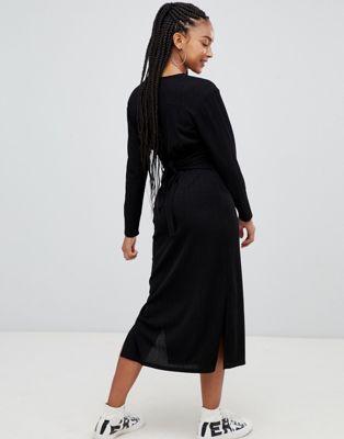 Bild 1 av Bershka – Plisserad klänning med v-ringning