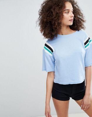 Bershka - Sweat-shirt court à rayures aux épaules - Bleu