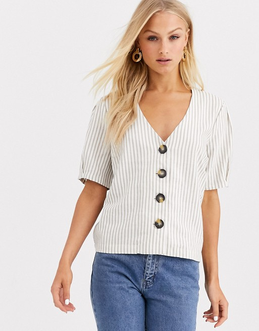 Blusa de lino con botones de Soaked In Luxury