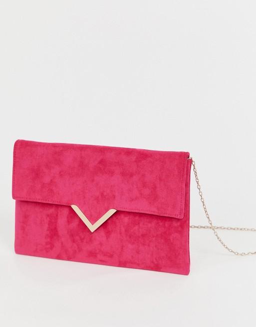 Imagen 1 de Bolso clutch con solapa y barra en forma de V en rosa intenso de Accesorize