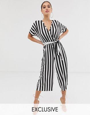 Boohoo – Basic – Svart- och vitrandig culotte-jumpsuit