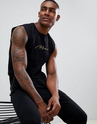 boohooMAN – Schwarzes Trägershirt mit goldener Man-Stickerei