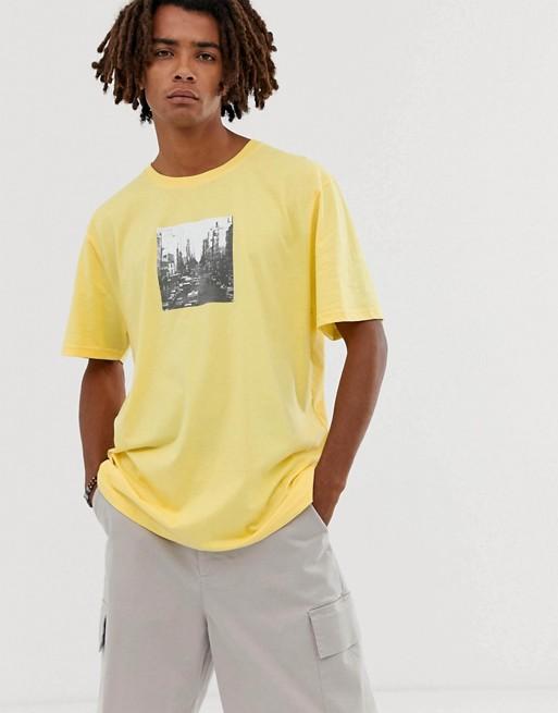 Brooklyn Supply Co - T-shirt ultra oversize à imprimé ville - Jaune