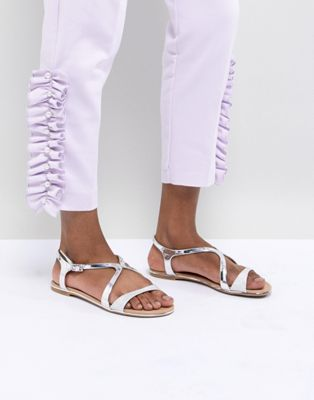 Call It Spring – Flache Sandalen in Silber