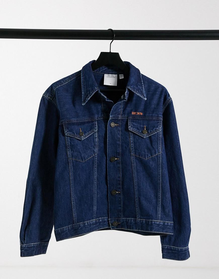 Calvin Klein EST 1978 - Denim trucker-jakke i mørk, vasket blå