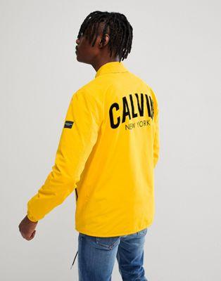 "Calvin Klein Jeans - Giacca coach con scritta ""Calvin"" sul retro"