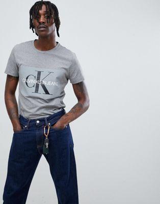 Calvin Klein Jeans – New Classic Re-Issue – Graues T-Shirt im Stil der 90er