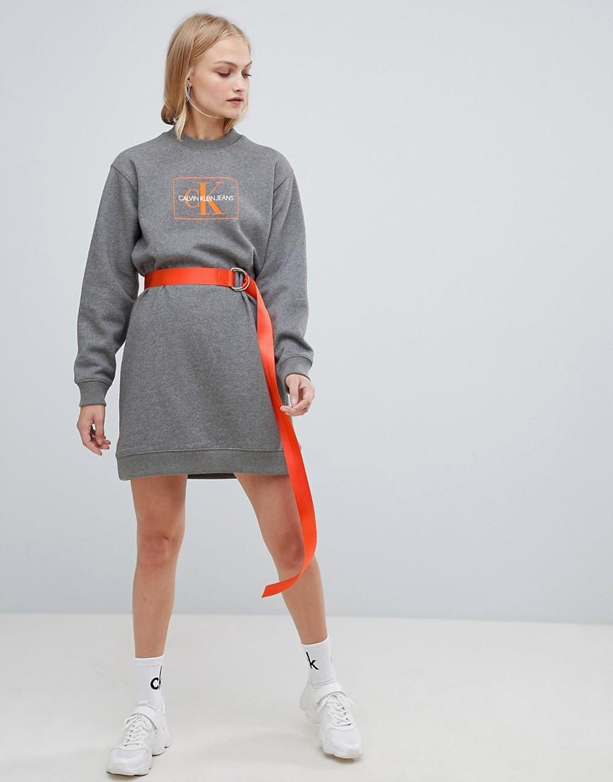 Calvin Klein Jeans – Reissue – Sweatshirtkleid Mit Logo by Asos