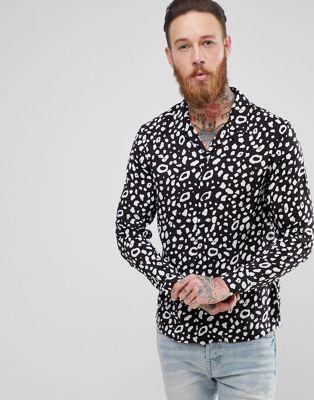 Camisa con estampado animal en negro de AllSaints