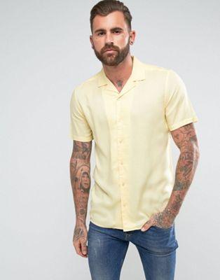 Camisa de viscosa de corte estándar con cuello con solapas en amarillo de ASOS
