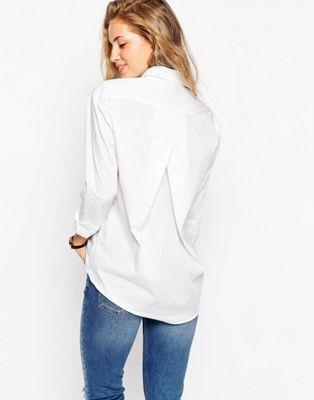Camisa estilo boyfriend de corte slim con detalle de pliegue en la parte posterior de ASOS DESIGN
