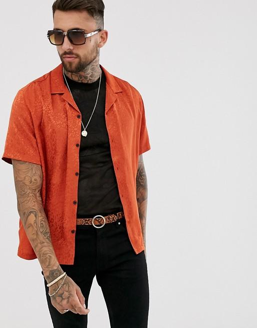 Imagen 1 de Camisa extragrande naranja con diseño de leopardo de jacquard y cuello de solapas de ASOS DESIGN