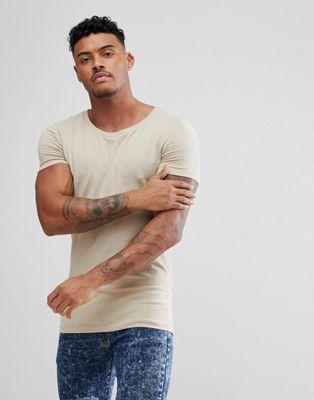 Camiseta ajustada con cuello redondo en beis de ASOS DESIGN