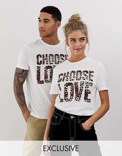 Imagen 1 de Camiseta blanca en algodón orgánico con estampado de leopardo Choose Love de Help Refugees