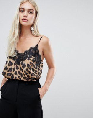 Camisola con detalle de encaje y estampado de leopardo de Outrageous Fortune