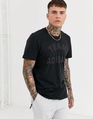 Черная футболка с принтом adidas