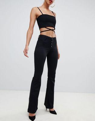 Черные джинсы скинни с клешем Boohoo
