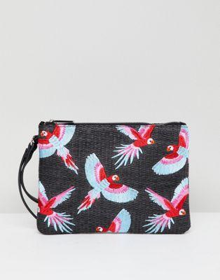 Черный плетеный клатч на молнии с вышивкой попугаев Skinnydip