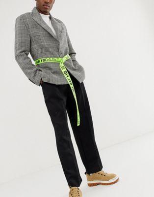 Imagen 1 de Cinturón de banda ajustable de corte slim con extremo larga en verde neón y estampado de texto de ASOS DESIGN