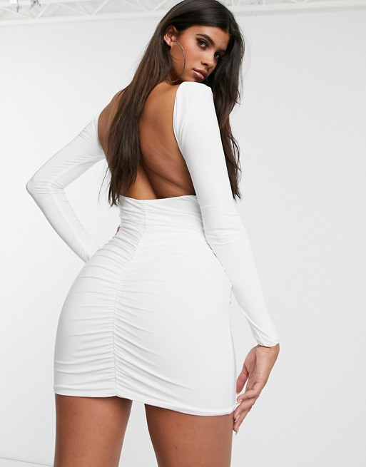 Club L London – Biała dopasowana sukienka midi z odkrytymi plecami i marszczeniami