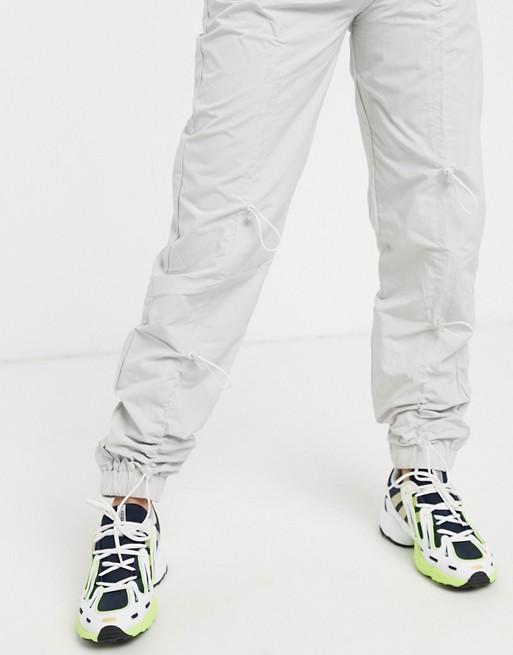 COLLUSION Pantalon en nylon froncé devant