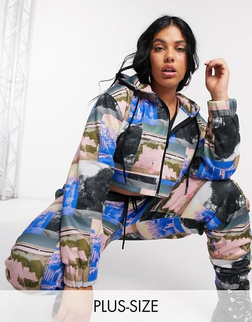 COLLUSION Plus – Bluza z kapturem o krótkim fasonie z nadrukiem fotografii – tylko w ASOS