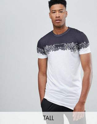 Bild 1 von Criminal Damage – Weißes T-Shirt mit Einsatz im Barock-Stil – Exklusiv nur bei ASOS