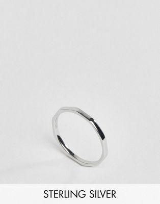 DesignB London – Gehämmerter Ring aus Sterlingsilber