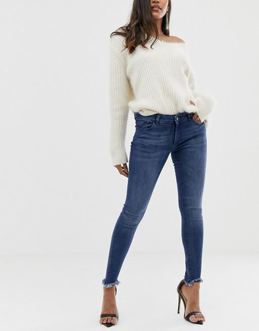 DL1961 – Emma – Enge, ungesäumte Jeans