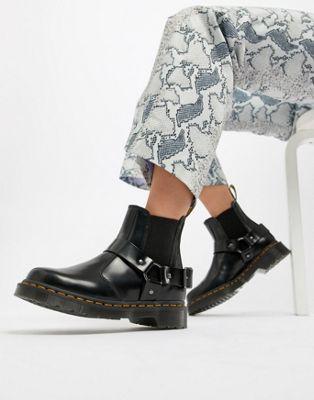 Dr Martens – Wincox – Svarta platta Chelsea-boots i skinn med piggar