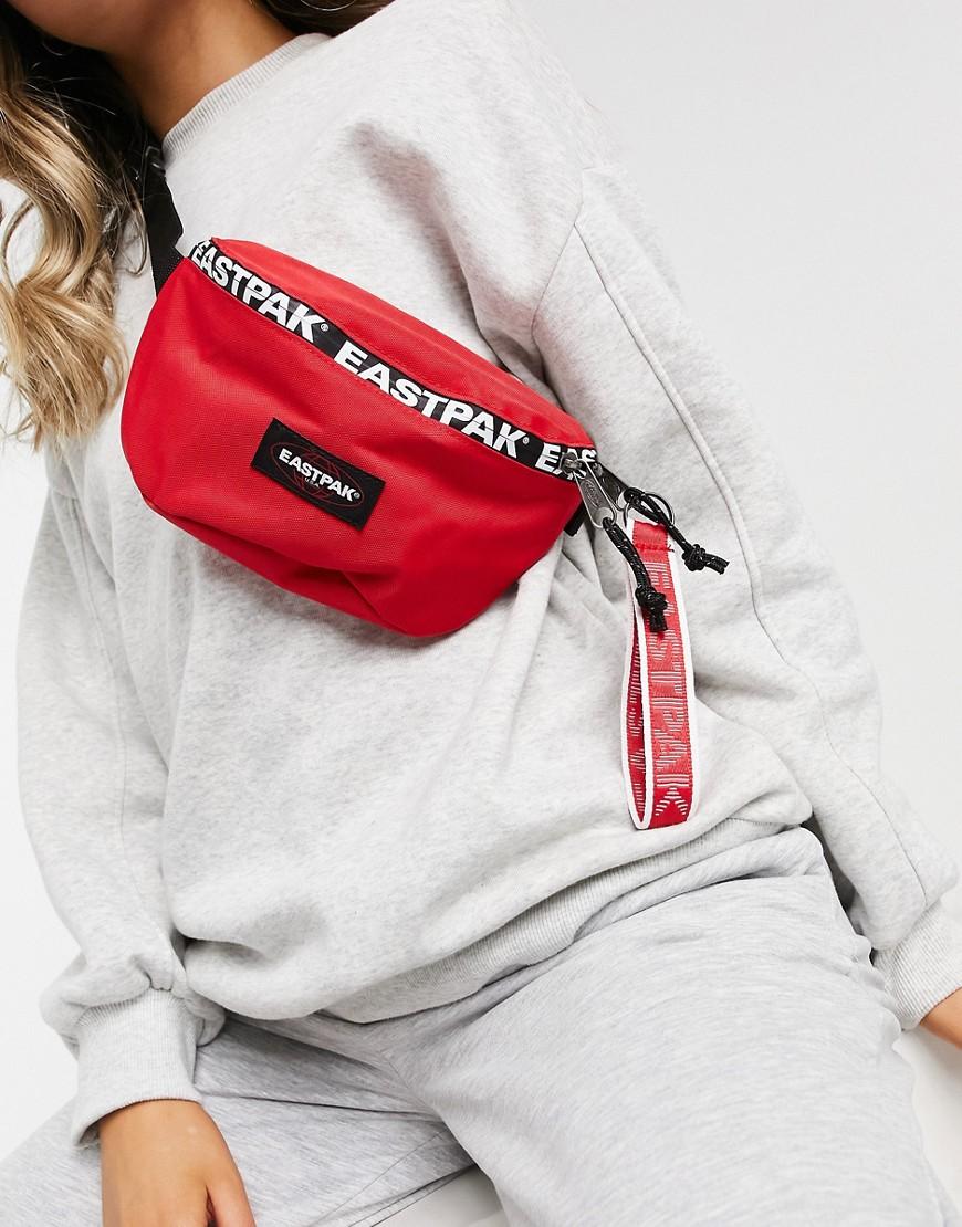 eastpak -  – Springer – Gürteltasche in Rot mit großem Logo-Streifen