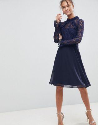 Elise Ryan - Vestito con collo alto e maniche in pizzo