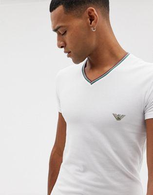 Emporio Armani - T-shirt slim bianca con scollo a V con bordi a contrasto e bandiera dell'Italia