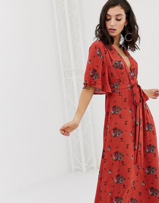 Image 1 of En Creme maxi tea dress with plunge front in vintage floral