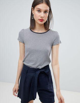 Esprit - T-shirt in cotone biologico a righe con collo a contrasto
