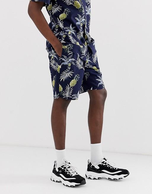 Fairplay – Aal – Shorts in Marine mit Ananasaufdruck