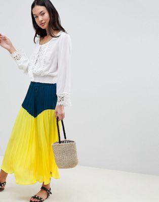Falda midi plisada en colour block de Boohoo