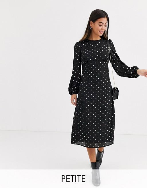Fashion Union Petite – Sukienka z odkrytymi plecami i wzorem w złote groszki