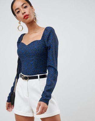 Fashion Union Tall - Top a maniche lunghe a fiorellini con scollo quadrato