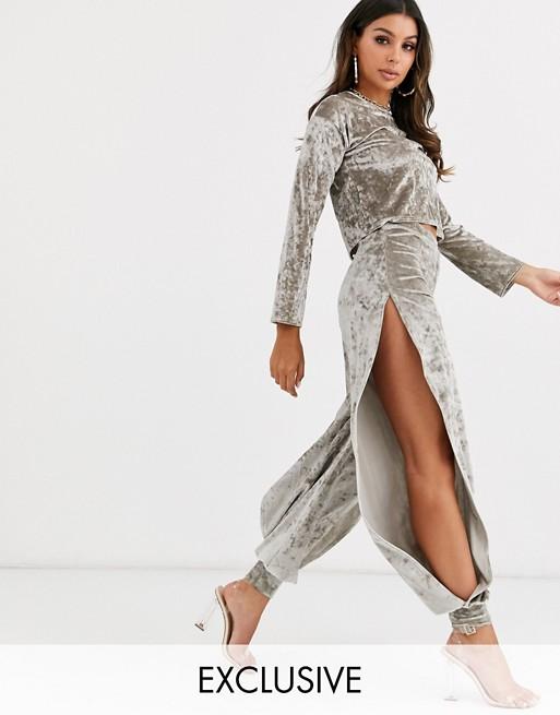 Fashionkilla – Jasnoszare joggersy z ginecionego aksamitu z rozcieciami po bokach