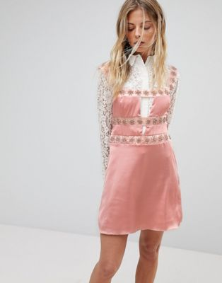 For Love and Lemons - Robe courte avec ornement opale