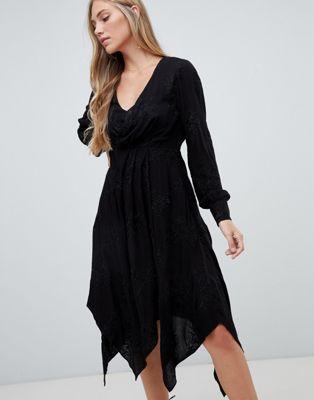 Afbeelding 1 van Forever New - Midi-jurk met overslag en borduursel in zwart