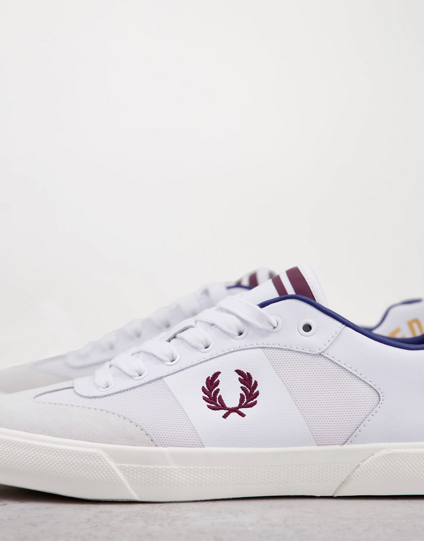 Fred Perry - Hvide lædersneakers med arch-logo